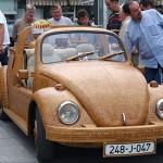 Il maggiolone di legno che sfreccia sulle strade della Bosnia